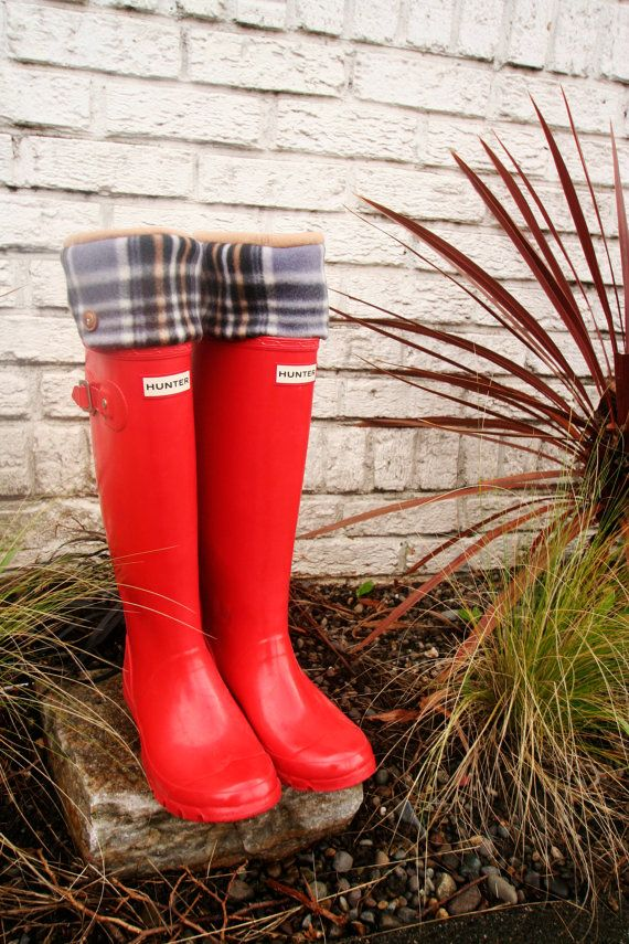 Red Hunter Rain Boots Spring Showers SLUGS Fleece Rain Boot Liners Khaki by WithTheRain #hunterboots #rainydaystyle