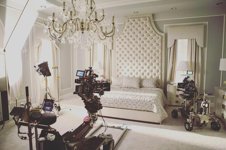 Behind the scenes in chanel 39 s bedroom obsessed for Scene bedroom designs