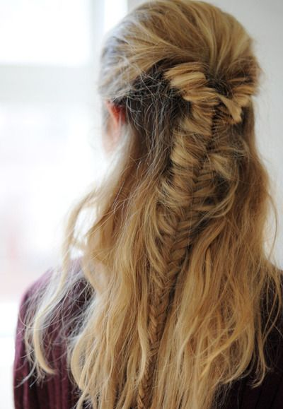 One of the reasons I'm so anxious for my hair to grow, fish braids are so pretty.