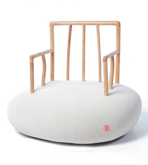 Harmony Series è una collezione di sedute del designer cinese Xiao Tianyu che mescola in modo intelligente lo stile dei tradizionali mobili Ming all'esuberanza creativa degli ambienti contemporanei.