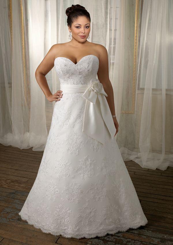 232 best Curvaceous Creatures Wedding Dresses images on Pinterest