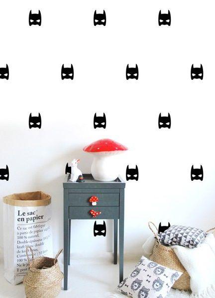 POM muurstickers Super Hero zwart. Het Franse merk POM heeft geweldig leuke muurstickers in de collectie. En zo fijn: er zijn vele designs en kleuren! De muurstickers zijn verpakt in een mooi kartonnen doosje.