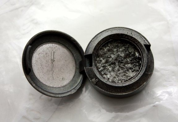 Yes <3 ! how to fix broken eyeshadow