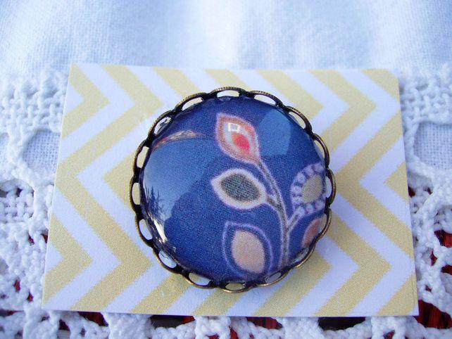 Kimono Design Brooch. £6.00