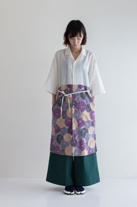 Kimono Sleeve Shirt Dress Chrysanthemum Burst Muslin $169.50  The fabric of this beautiful dress has been woven in Hamamatsu, Shizuoka prefecture and sewn in Kyoto. Features include pockets on each side, and buttons made of natural sea shell. And for a more form-fitted option, a removable belt cord is included.