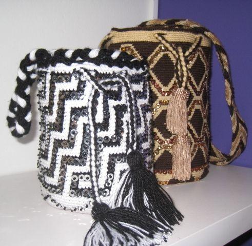 Mochila Wayuu bordada a mano.