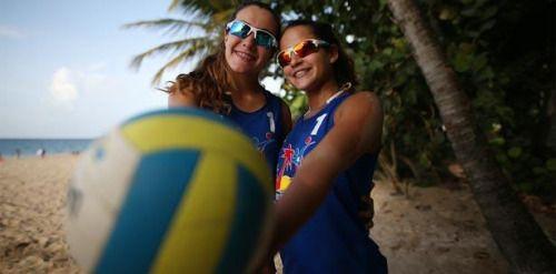 Teenagers se adueñan del voleibol playero:...