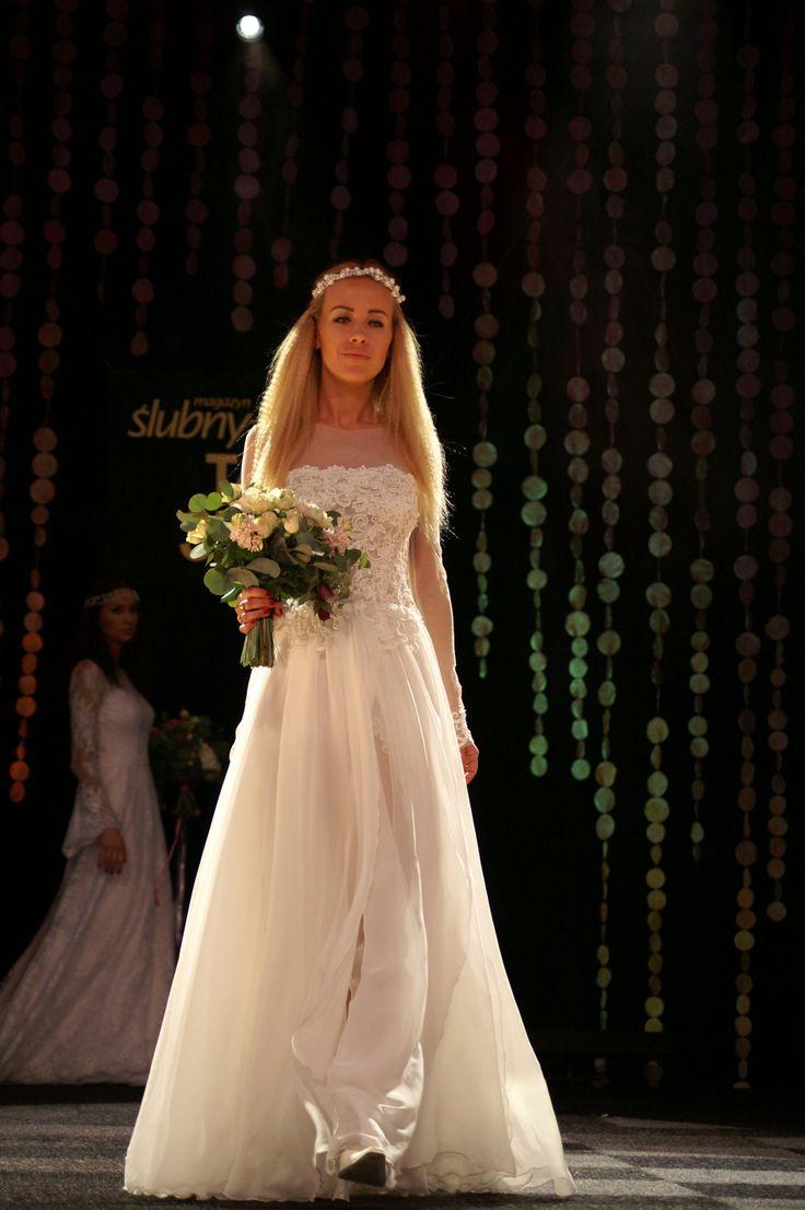 Muślinowa#suknia#ślubna#z#gipiurową#koronką Tiulowe#rękawy model1602