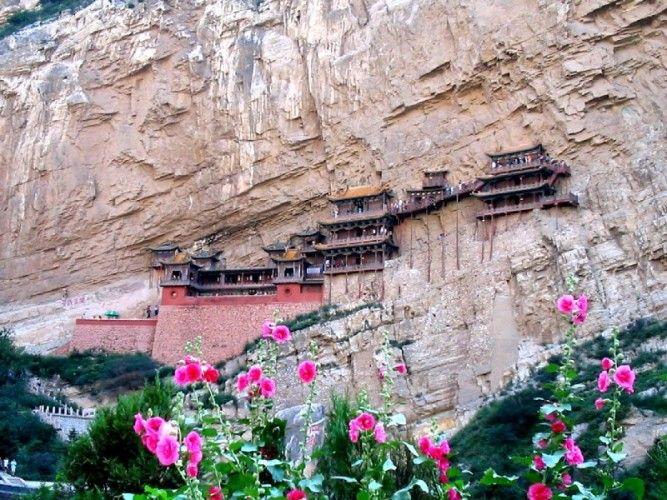 Na província de Shanxi, a 65 quilómetros a noroeste de Datong, na China fica o mosteiro suspenso de Xuan Kong Si, vulgarmente conhecido po...