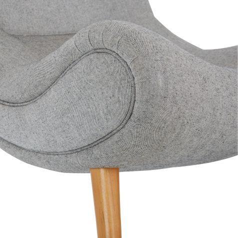 Ein Design Klassiker Aus Den Jahren: Sessel Im Retro Look, Mit Harmonisch  Geschwungenem Gestell Und Ausgestellten Beinen Aus Buchenholz.