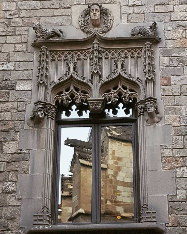 #gothic #gotik #katedral # CATHEDRAL #christianity #church #kilise #barcelona #barselona #ispanya #spain #espana #travel #gezi #building #mimari #architecture #historicalbuildings #history #sanat #art #arthistory #narrow #street #barrigotic #window #doorsandwindows_greatshots http://turkrazzi.com/ipost/1515750153414666450/?code=BUJBrvWhmjS