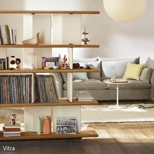 Nice Das schlichte Regal Planophore von Vitra dient in diesem offenen Wohnzimmer als Raumteiler