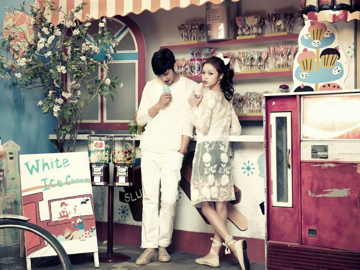white color matching look in Korea pre wedding photograpy