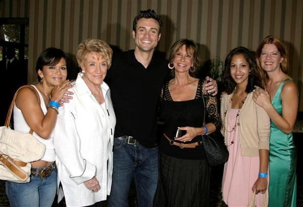 Nia Peeples, Jeanne Cooper, Daniel Goddard, Jess Walton, Christel Khalil, and Michelle StaffordThe Young and the Restless fan lu