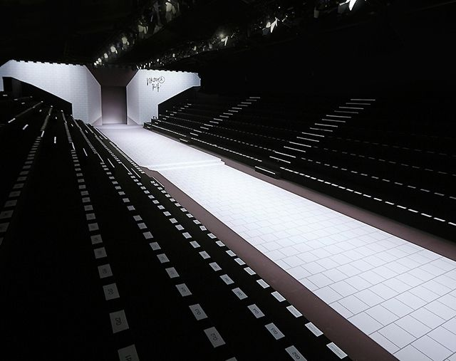 Stage design catwalks and interior design blogs on pinterest - Fashion show stage design architecture plans ...