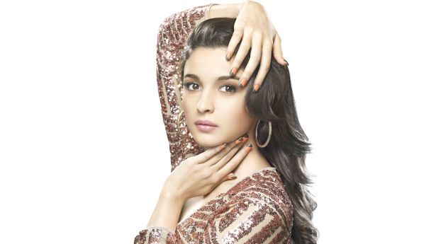 Alia Bhatt Closeup Wallpapers Wallpaper Hd Indian Celebrities 4k Wallpapers Wallpapers Den Indian Celebrities Indian Bollywood Actress Celebrity Wallpapers