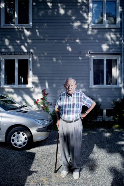 10 portraits of senior drivers with their car.