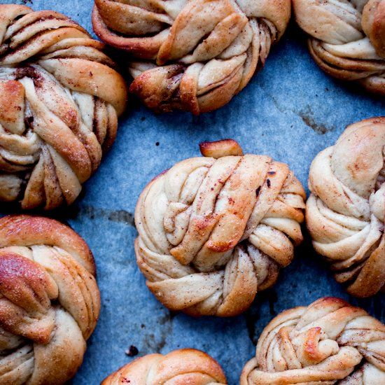 Gluten-free, sugar-free and vegan Swedish cinnamon buns.