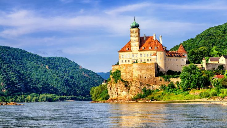 Najpiękniejsze miejsca nad Dunajem - stolice, zamki, opactwa, przełomy, przyroda