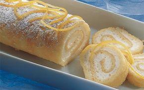 Bløde søde bunde med frisk citroncreme. Et hit for alle citronelskere! Roulade kan laves i god tid og evt. fryses.