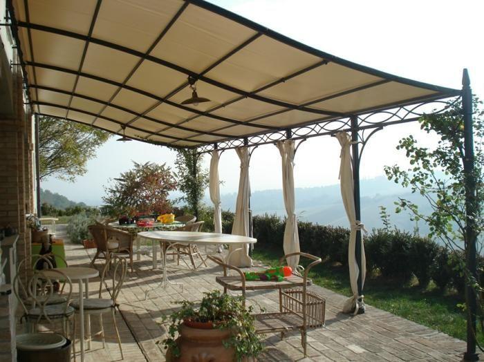 Pergolen Mit Originellen Designs Fur Den Modernen Garten Terrassenuberdachung Renson Beton Originelleide Outdoor Pergola Pergola Plans Roofs Pergola Garden