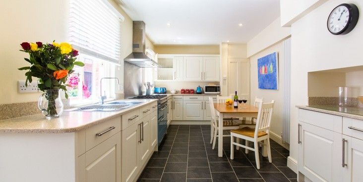 14 MARKET PLACE, Aldeburgh - This beautiful Georgian property is located in an ideal spot in Aldeburgh with fantastic sea views. The property is set out over three floors, with a second living room on the first floor which offers a balcony and outstanding views out to sea.