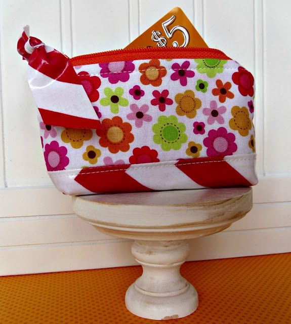 Sewing Up Amazing with AmyMini Zippered Coin Purse TutorialMini Zippered Coin Purse Tutorial