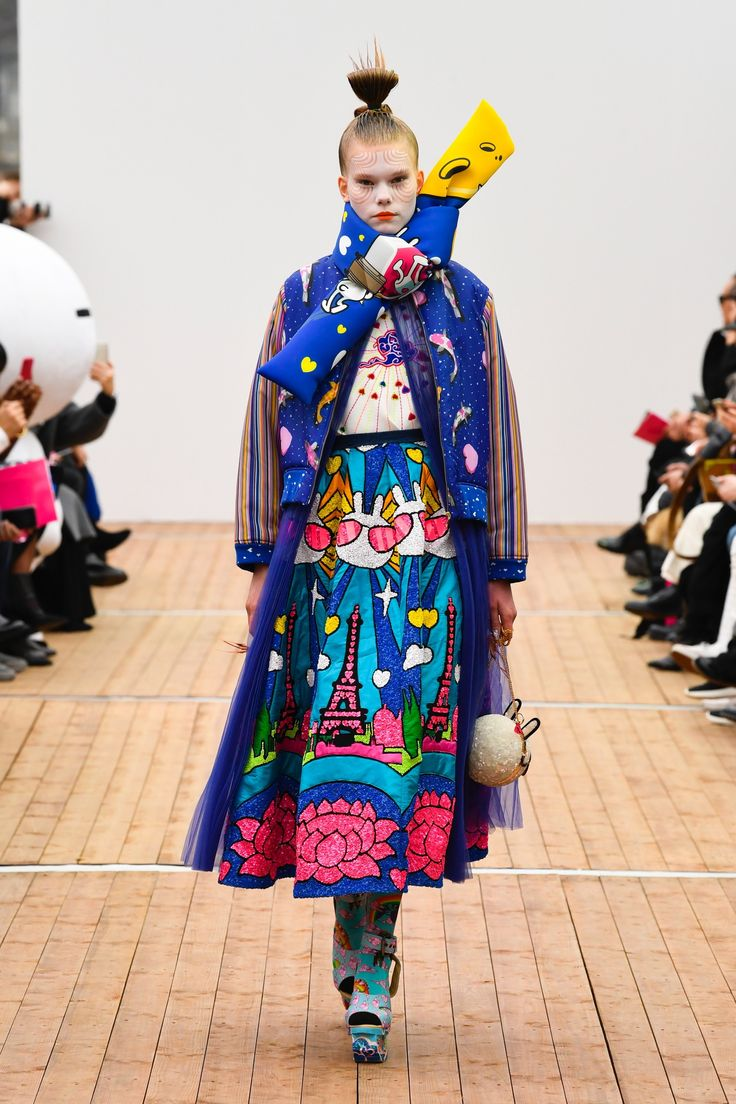 https://www.vogue.com/fashion-shows/fall-2018-ready-to-wear/manish-arora/slideshow/collection