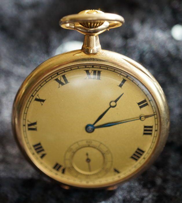 Waltham zakhorloge rond 1911  Zeer prachtig bewaard gebleven Waltham zakhorloge. Rond 1911 werd gemaakt. Het horloge is in zeer goede staat gezien haar leeftijd.Verkeer-nummer: 18039563Goudkleurig bellen perifere tweedehands kras-vrij glas hand-wond de achterkant heeft microscopische krassen.Ø 46 mm (zonder de kroon).Gewicht met uurwerk van ca. 589 g het deksel van de stof is ook gemaakt van 585 goud.Het horloge komt uit een collectie gebruikte en uiteraard functioneel.Hand-wondVerzekerde…