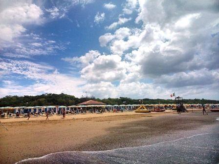 Песчаный пляж в Доноратико - Кастаньето Кардуччи