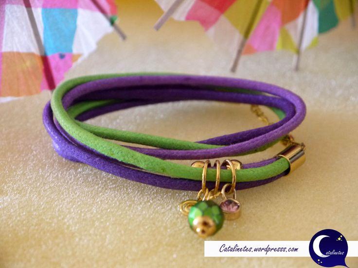 Pulsera Arco Iris morada y verde. Para más fotos e información visitar: http://catalinetes.wordpress.com/