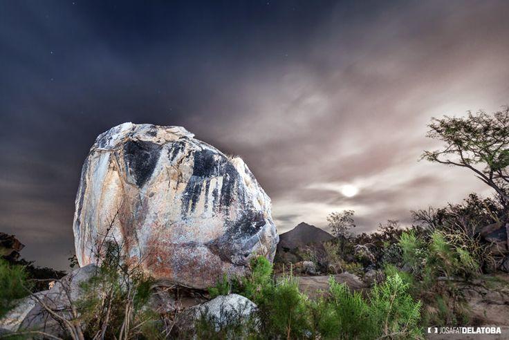 Rock painting in Los Cabos #josafatdelatoba #cabophotographer #travels #loscabos #rockpainting #night