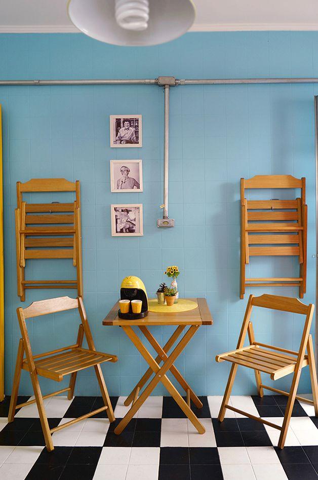 Aposte das cadeiras dobráveis que dão aquela ajudinha para espaços pequenos e ainda deixam o cantinho mais chamoso