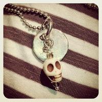 skulls and silver pendant - ciondolo teschio e piastrina di argento