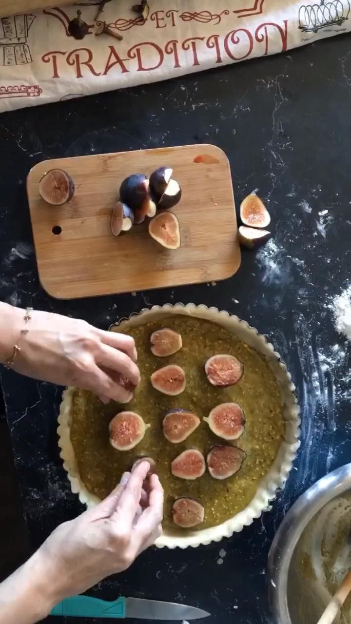 Receta de pay de higos frescos con crema de pistache recetas de postres franceses Fresco, Pancakes, Breakfast, Food, Fig Tart, French Dessert Recipes, Metal Crafts, French Tips, Healthy Dieting