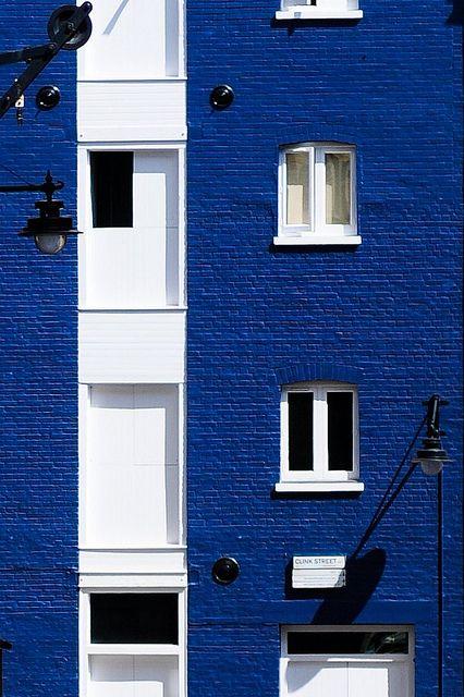 Blue & White & Black | Bankside, London, England | by 5ERG10 on Flickr