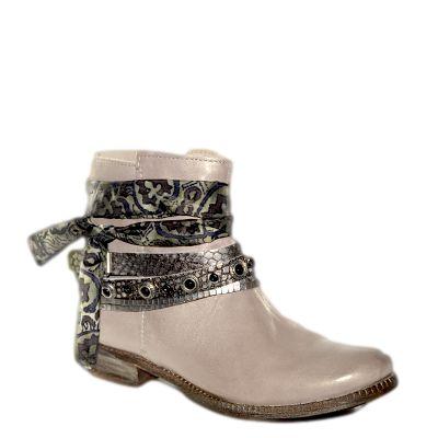 #Stivaletto estivo in pelle sfumata color cipria con cinturini decorativi di #Khrio  http://www.tentazioneshop.it/scarpe-khrio/stivaletto-14025-acciaio-khrio.html
