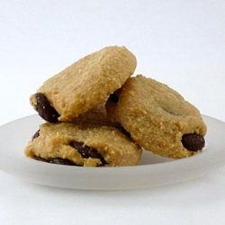 Low Carb Chocolate Chip Cookies - Try these amazing low carb chocolate chip cookies made with almond flour!