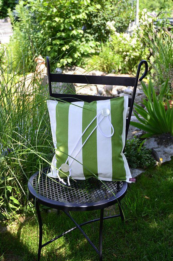 dekortives Kissen grün weiß Blickfang in Wintergarten oder Wohnzimmer