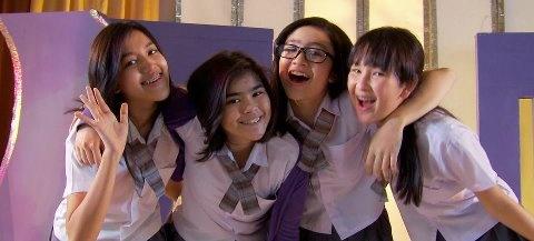 Girlband Blink Kini Berempat Tetap Ceria : Ify, Sivia, Febby & Pricil