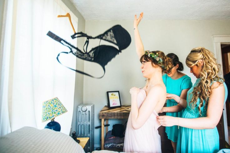 You've finishing up all your final wedding plans, but sometimes you just need a list of last-minute things to remember.  Here's what you'll want to be handling a few days before y…