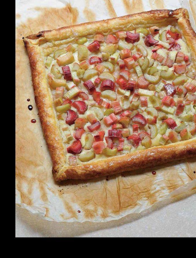 Rabarbertaart van de culinaire grootmeester, Alain Ducasse! Uit zijn boek Puur natuur Op tafel. Kijk hier voor dit recept en andere heerlijkheden, http://www.fontaineuitgevers.nl/wp/wp-content/uploads/9789077902110-Puur-natuur.pdf