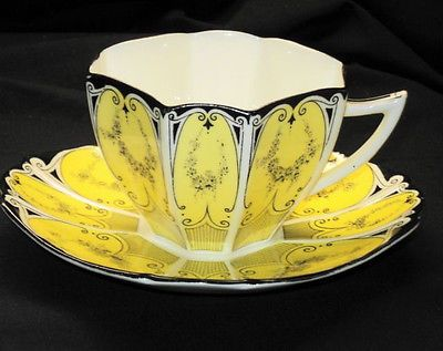 SHELLEY QUEEN ANNE LIGHT YELLOW Garland TEA CUP AND SAUCER
