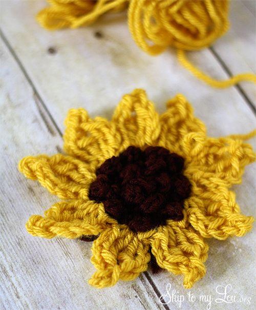 crochet sunflower tutorial at www.skiptomylou.org #crochet #crochetflower #crochetsunflower #sunflower
