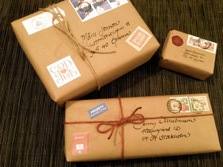 Slå in paketen som postpaket!