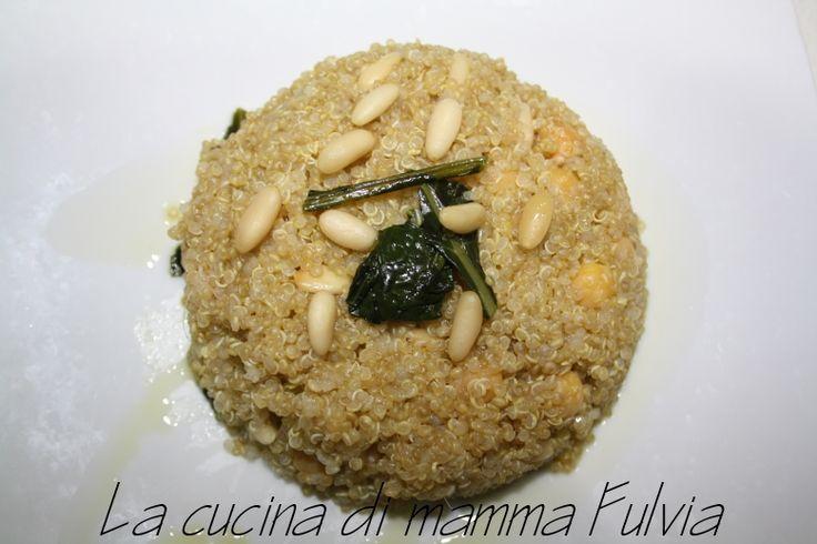 #Quinoa con #cavolo #nero, #ceci e #zenzero arricchito con #pinoli e #uvetta.