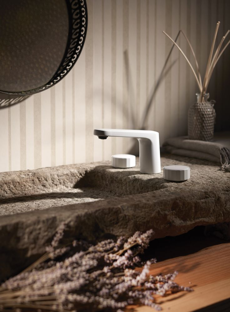 Texture Collection - Meneghello Paolelli Associati design #fimacarlofrattini #fmacf #texturecollection #bathroom #rubinetteria #design #faucet #lavabo3fori #3holesbasinmixer #white #luxury