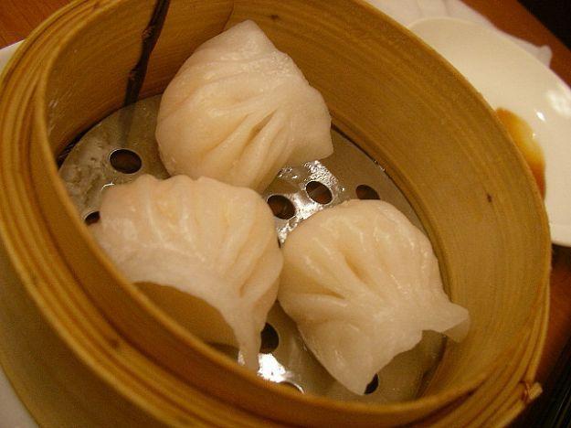 I ravioli cinesi, ovvero jiaozi, si possono preparare a casa con una semplice…