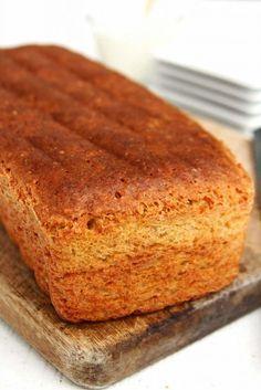 Pão caseiro fácil e saudável feito com grão-de-bico é sem glúten, sem lactose e feito rapidamente no liquidificador