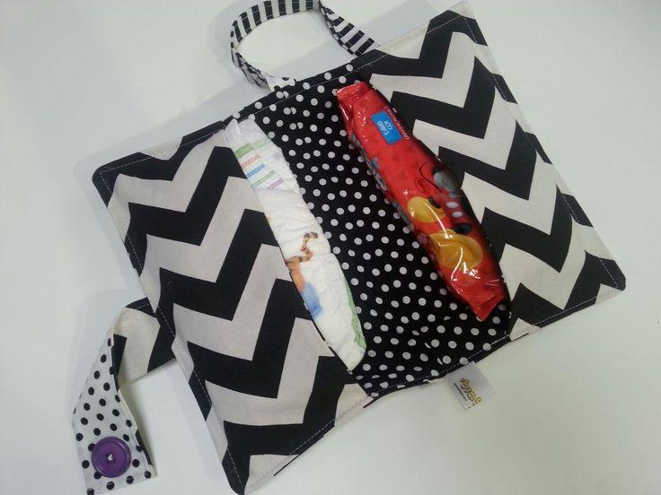 Black&White chevron diaper pouch. To go. Made by Bilbuli